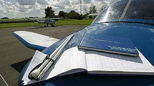 Pilote d'avion aveugle en préparation